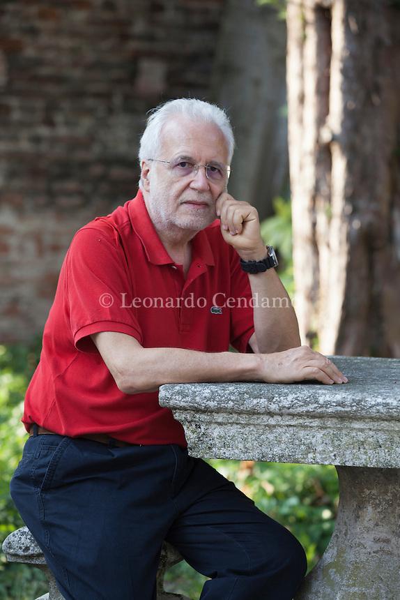 """Siegmund Ginzberg. (Istanbul, 19 giugno 1948), giornalista. È stato per anni corrispondente e inviato per """"l'Unità"""" in Cina, Iran, India, Giappone, le due Coree. Mantova Festivaletteratura 2016. © Leonardo Cendamo"""