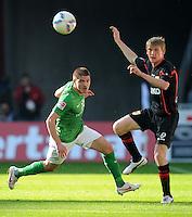 FUSSBALL   1. BUNDESLIGA   SAISON 2011/2012   27. SPIELTAG SV Werder Bremen - FC Augsburg                        24.03.2012 Aleksandar Ignjovski (li, SV Werder Bremen)  gegen Axel Bellinghausen (re, Augsburg)