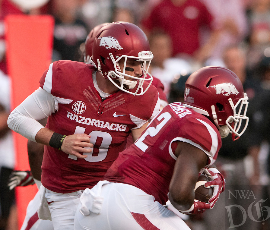 Arkansas QB Brandon Allen hands off to RB Jonathan Williams