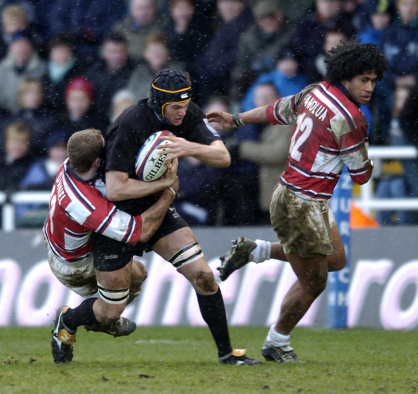 Photo. Jed Wee..Newcastle Falcons v Gloucester, Zurich Premiership, 27/02/2005..Newcastle's Geoff Parling attacks.