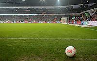 FUSSBALL   1. BUNDESLIGA   SAISON 2012/2013    22. SPIELTAG SV Werder Bremen - SC Freiburg                                16.02.2013 Ball liegt an der Seitenlinie des Bremer Weserstadions
