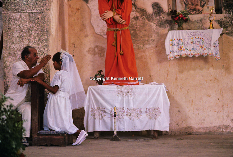 Daily life; Festivals; Celebrations; Maya girls recieve first communion; Telchaquillo; Mexico