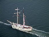 Historische zeilschepen varen op de Waddenzee.<br /> (Historical sailing yachts sailing on the Waddensea.