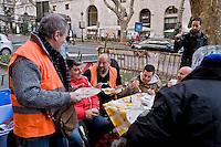 Roma, Italia. 23 dicembre 2015 <br /> Pranzo di Natale davanti al Ministro del Lavoro e delle Politiche Sociali, in Via Veneto, organizzata dal Comitato disoccupati per il  lavoro minimo garantito,  per protestare contro le politiche sul lavoro del Governo Renzi. <br /> Rome Italy. December 23, 2015<br /> Christmas lunch in front of the Minister of Labor and Social Policies, in Via Veneto, organized by the Committee for the unemployed job guaranteed minimum, to protest against the labor policies of the government Renzi.