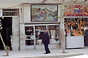 Irak 2000.Magasins dans les rues de Souleimania.Iraq 2000.A shop in an old district of Suleimania