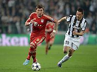 FUSSBALL  CHAMPIONS LEAGUE  VIERTELFINALE  RUECKSPIEL  2012/2013      Juventus Turin - FC Bayern Muenchen        10.04.2013 Mario Mandzukic (li, FC Bayern Muenchen) gegen Leonardo Bonucci (re, Juventus Turin)