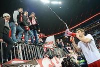 FUSSBALL CHAMPIONS LEAGUE  SAISON 2015/2016 ACHTELFINALE RUECKSPIEL FC Bayern Muenchen  - Juventus Turin      16.03.2016 Thomas Mueller (FC Bayern Muenchen) feiert mit Fans und Megaphon in der Suedkurve