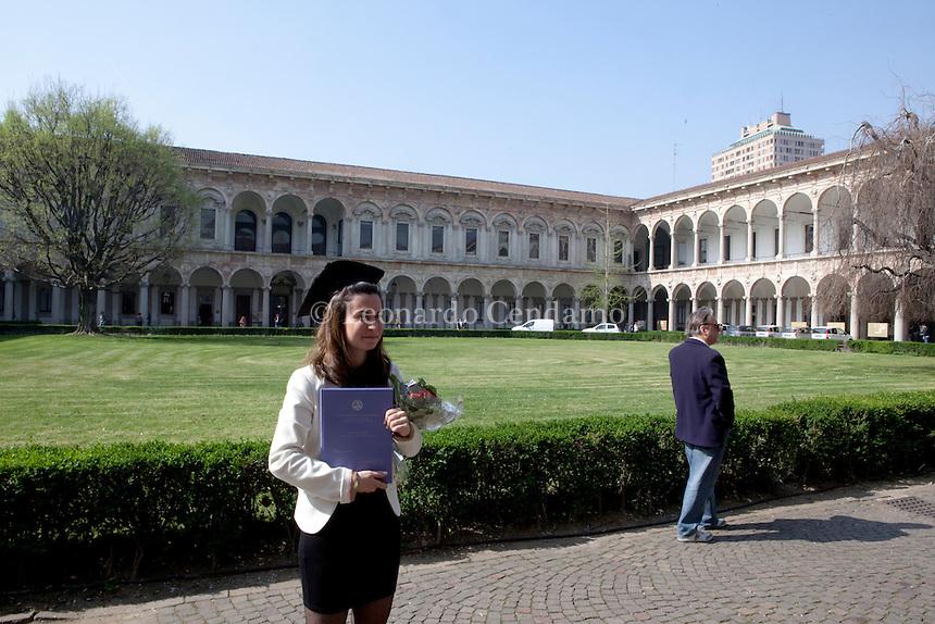 Università Statale di Milano Via Festa del Perdono. Giornata di laurea alla Statale Con l'aureanti. © Leonardo Cendamo