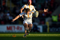 Jimmy Gopperth of Wasps kicks for the posts. Aviva Premiership match, between Leicester Tigers and Wasps on November 1, 2015 at Welford Road in Leicester, England. Photo by: Patrick Khachfe / Onside Images
