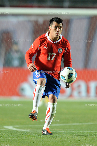Gary Medel (CHI),JULY 4, 2011 - Football :Copa America Argentina 2011 Group C match between Chile 2-1 Mexico at Bicentenarium Stadium in San Juan, Argentina. (Photo by aicfoto/AFLO)