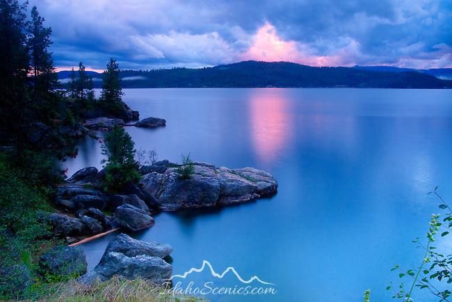 Idaho, Coeur d'Alene, Lake Coeur d'Alene. Twilight shoreline view of Tubbs HIll nature park.