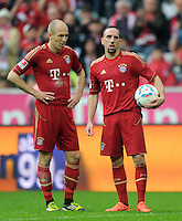 FUSSBALL   1. BUNDESLIGA  SAISON 2011/2012   27. Spieltag FC Bayern Muenchen - Hannover 96       24.03.2012 Arjen Robben (li,) mit Franck Ribery (FC Bayern Muenchen)
