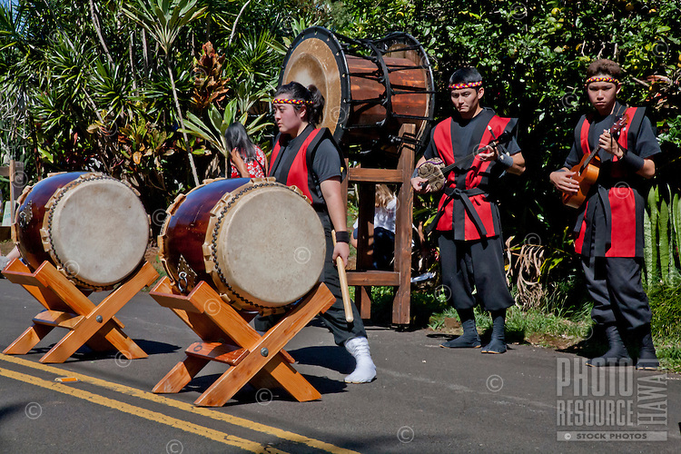 Akiko's Bed and Breakfast Mochi Pounding New Year's Event 2012 featuring Hui Okinawa Kobudo Taiko, Big Island.