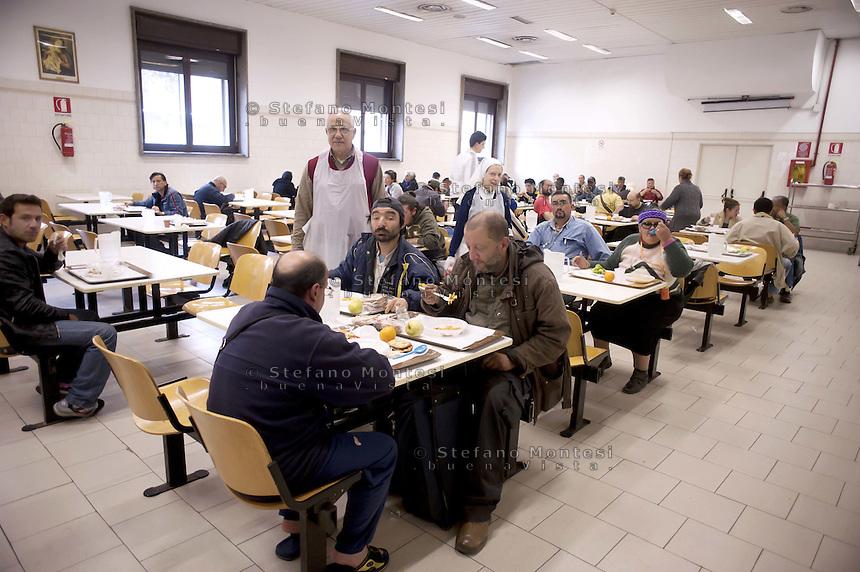 Roma 19 Aprile 2011.Ospiti alla mensa Caritas di  via Marsala