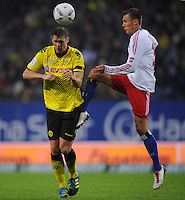 FUSSBALL   1. BUNDESLIGA   SAISON 2011/2012   18. SPIELTAG Hamburger SV - Borussia Dortmund     22.01.2012 Sebastian Kehl (li, Hamburg) gegen Robert Tesche (re, Hamburg)