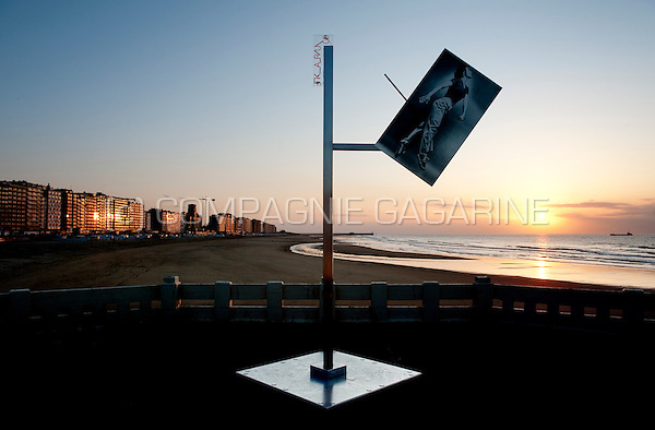 """Lothar Hempel's """"Ikarus"""" installation in Blankenberge, in the Beaufort 03 Triennial for Contemporary Art by the Sea (Belgium, 29/03/2009)"""