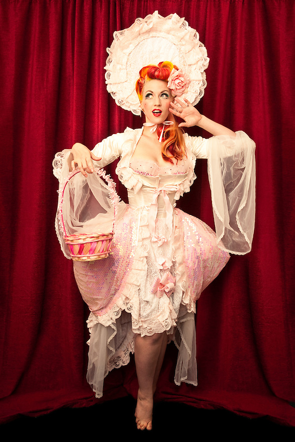 Burlesque Dancer Melody Mangler at Burlesque Hall of Fame Exotic World