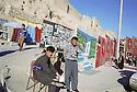 Iraq 2000<br /> Photographs and merchants near the citadel in ErbilIrak 2000<br /> Photographes de rue devant la citadelle