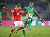 Fussball International  Freundschaftsspiel   14.11.2012 Oesterreich - Elfenbeinkueste Florian KLEIN (li, Oesterreich) gegen Didier Drogba (Elfenbeinkueste)