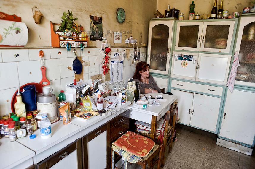 Roma 31Ottobre 2013<br /> Gilda 65anni, abita in via delle Fornaci, dove vive da quarantacinque anni, attende l'ufficiale giudiziario, per la notifica dello sfratto esecutivo, richiesto  dalla propriet&agrave;, un avvocato che possiede decine di appartamenti.<br /> Rome October 31, 2013<br /> Gilda 65 years, lives in Via delle Fornaci, where he lives from  forty-five years, waiting for the bailiff, for notification of the executive eviction, required by the property, an attorney who owns dozens of apartments.