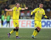 FUSSBALL   1. BUNDESLIGA  SAISON 2011/2012   20. Spieltag 1. FC Nuernberg - Borussia Dortmund         03.02.2012 Kevin Grosskreutz (li,) mit Sebastian Kehl (Borussia Dortmund)