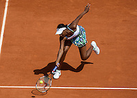 Venus Williams (USA) (3) against Bethanie Mattek-Sands (USA) in the first round of the Women's Singles. Williams beat Mattek Sands 6-1 4-6 6-2 ..Tennis - French Open - Day 2 - Mon 25th May 2009 - Roland Garros - Paris - France.Frey Images, Barry House, 20-22 Worple Road, London, SW19 4DH.Tel - +44 20 8947 0100.Cell - +44 7843 383 012