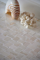 Basketweave 3x5 cm shown in Cloud Nine and Paperwhite polished