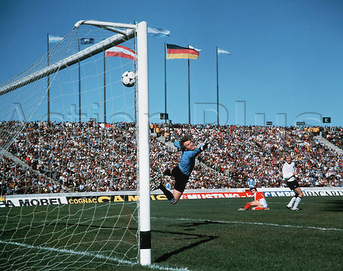 21.06.1978  MAIER Sepp Germany , beaten by this shot by Hans KRANKL for 2-1 for Austria during the finals of the 1978 world cup Argentina