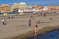 Lido di Ostia, Roma<br /> Le prime giornate di sole primaverile sulla spiaggia.<br /> Lido di Ostia, Rome<br /> The first days of spring sunshine on the beach.
