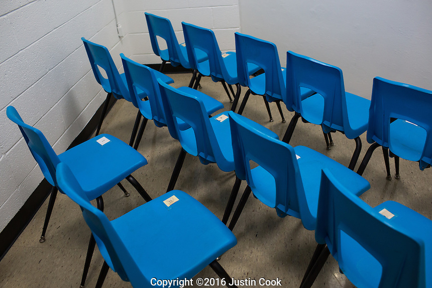 The execution viewing chamber. The families of the victim and killer, witnesses and media share this small space at Central Prison in Raleigh, NC on Thursday, November 17, 2016. (Justin Cook)