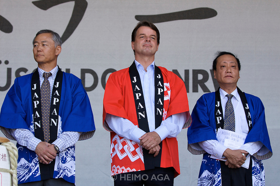 Every Year in June, almost a million people celebrates Japan Day in Duesseldorf, together with the city's Japanese expatriat community which is the biggest in Germany. Opening ceremony with Dusseldorf Mayor Dirk Elbers. From l., listening: Kenji Akikawa (President of the Japanese Club), State Secretary Dr. Jens Baganz and Shin Maruo, Japanese Consul General.
