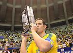 Fussball  International  FIFA  FUTSAL WM 2008   19.10.2008 Finale Brasilien - Spanien Brazil -  Spain Vinicius (BRA) feiert mit dem WM Pokal
