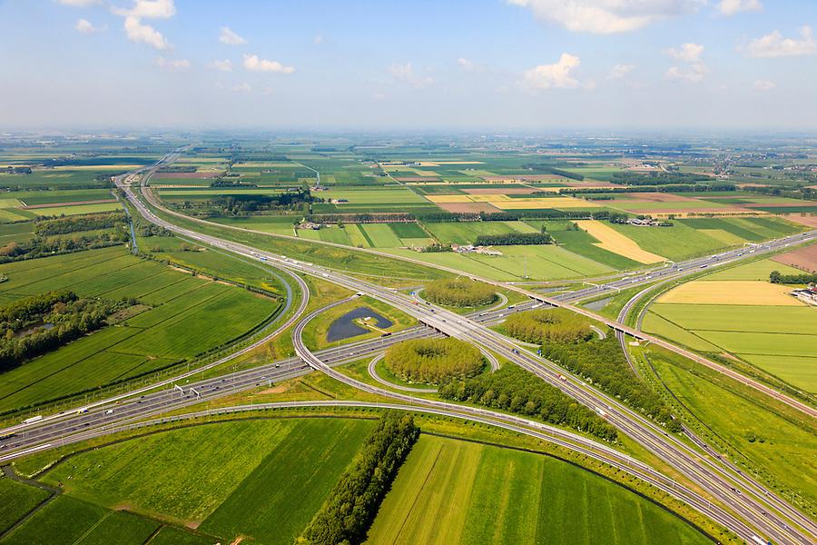 Nederland, Gelderland, Gemeente Zaltbommel, 27-05-2013; verkeersknooppunt Deil, A2 en A15 (vlnr) - rechts de Betuweroute. Klaverturbineknooppunt.<br /> Deil junction, main motorway A15 Rotterdam Harbour - Germany crossing A2 to the South.<br /> luchtfoto (toeslag op standard tarieven)<br /> aerial photo (additional fee required)<br /> copyright foto/photo Siebe Swart