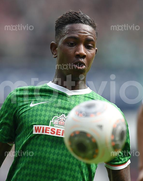 FUSSBALL   1. BUNDESLIGA   SAISON 2013/2014   31. SPIELTAG SV Werder Bremen - 1899 Hoffenhein                   19.04.2014 Eljero Elia (SV Werder Bremen) am Ball