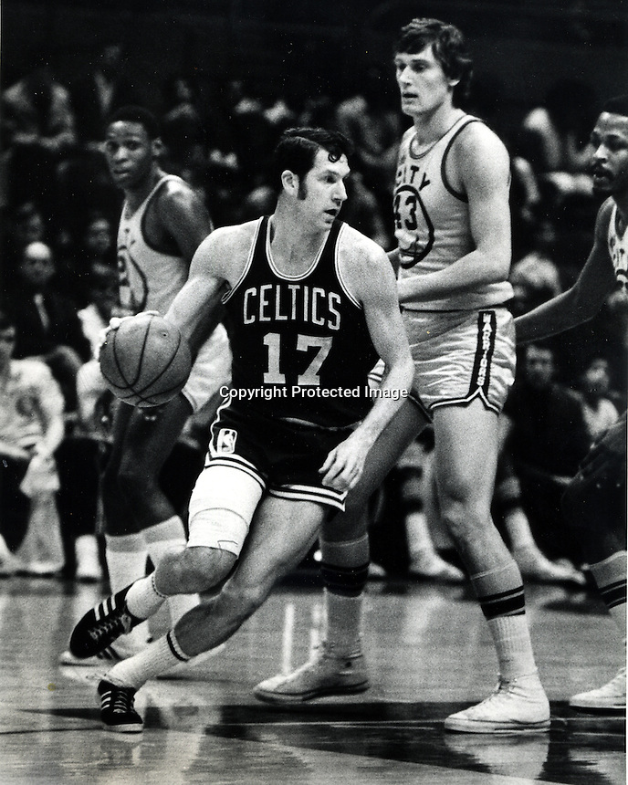 Boston Celtic John Havacheck  #43 Golden State Warrior Clyde Lee. (photo Ron Riesterer/Photoshelter)