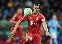 Fussball DFB Pokal:  Saison   2011/2012  Achtelfinale  20.12.2011 VfL Bochum - FC Bayern Muenchen  Daniel van Buyten (FC Bayern Muenchen)