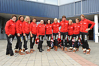 SCHAATSEN: HEERENVEEN: IJsstadion Thialf, 30-10-2012, Perspresentatie Team LiGA, Desly Hill (assistent-trainer), Janneke Ensing, Yvonne Nauta, Daniel Greig, Floor van Leeuwen (assistent-trainer), Mayon Kuipers, Marianne Timmer (trainer/coach), Sjoerd Hermans (fysio), Thijsje Oenema, Janine Smit, Margot Boer, ©foto Martin de Jong