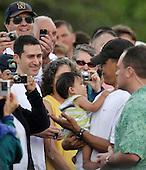Kailua, HI - December 27, 2008 -- United States President-elect Barack Obama greets well-wishers after his morning gym workout at Marine Corps Base Hawaii Kaneohe Bay on December 27, 2008 in Kailua, Hawaii. Obama and his family arrived in his native Hawaii December 20 with his family for the Christmas holiday..Credit: Kent Nishimura - Pool via CNP