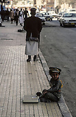 Yemen. Sanaa. little boy dressed as the president Saleh in the streets       /   sc&egrave;nes de rue a Sanaa  petit garcon habille comme le president Saleh
