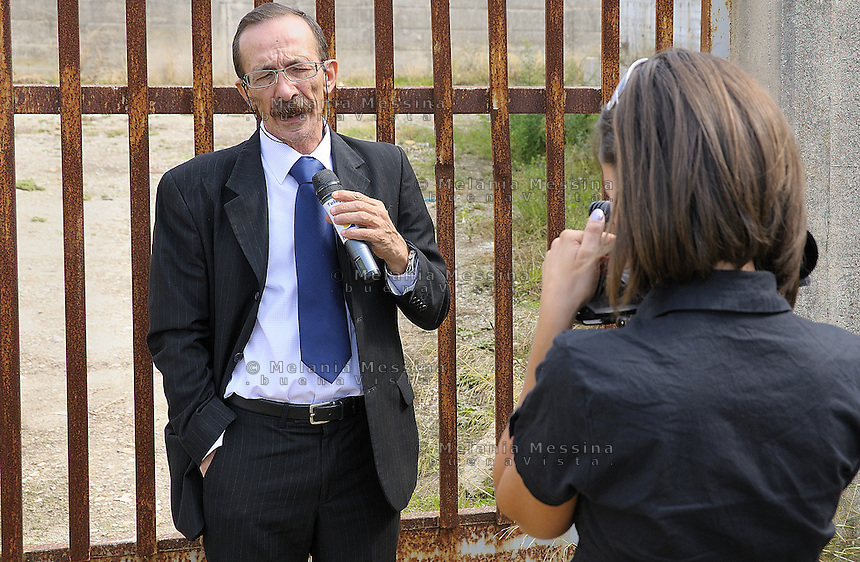 Partinico: the anti-mafia journalist Pino Maniaci and his daughter Letizia in one of the places used as a dump by the distillery Bertolino. <br />