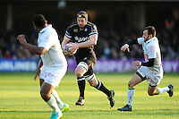 Paul Grant of Bath Rugby goes on the attack. European Rugby Challenge Cup match, between Bath Rugby and Pau (Section Paloise) on January 21, 2017 at the Recreation Ground in Bath, England. Photo by: Patrick Khachfe / Onside Images