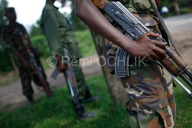© Remi OCHLIK/IP3, Rutshuru , Republique Democratique du Congo, le 26 novembre 2008 - Patrouille de rebelles du CNPD dans la ville de  Rutshuru..CNPD soldier patrol in Rutshuru's streets
