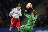FUSSBALL   1. BUNDESLIGA    SAISON 2012/2013    14. Spieltag   Hamburger SV - FC Schalke 04                               27.11.2012 Artjoms Rudnevs (li, Hamburger SV) gegen Lars Unnerstall (re, FC Schalke 04)