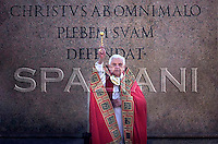 Palm Sunday mass Benedict XVI celebrating an in St. Peter's square ,1 April 2007