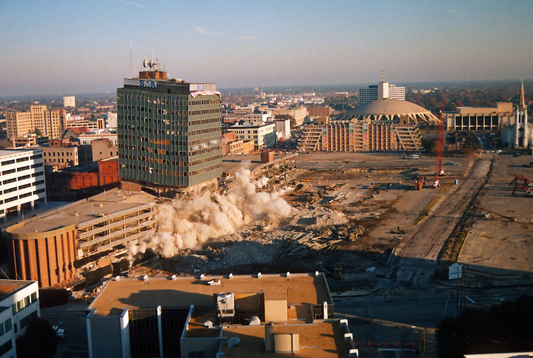 1996 November 24..Redevelopment..Macarthur Center.Downtown North (R-8)..SEQUENCE 6.IMPLOSION OF SMA TOWERS.LOOKING NORTH FROM ROOFTOP .OF MAIN TOWER EAST.PV3..NEG#.NRHA#..
