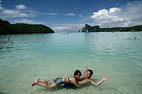 Thailandia , Phi Phi Island lying down Loh Dalam Bay