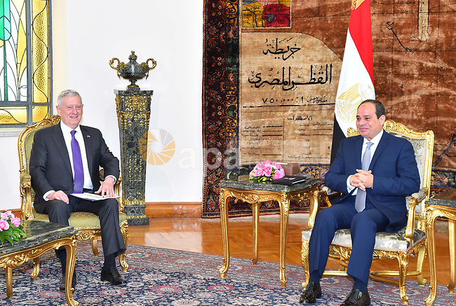 Egyptian President Abdel Fattah al-Sis welcomes US Defense Secretary James Mattis at the Ittihadiya presidential palace in Cairo on April 20, 2017. Photo by Egyptian President Office