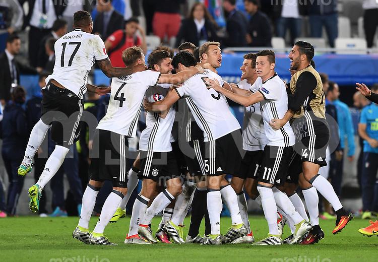FUSSBALL EURO 2016 VIERTELFINALE IN BORDEAUX Deutschland - Italien      02.07.2016 Deutscher Jubel nach dem Spielende
