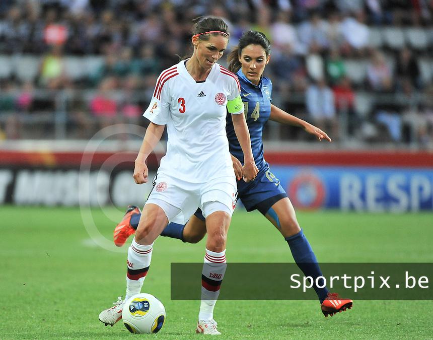 France - Denmark : Katrine S&oslash;ndergaard Pedersen (3) aan de bal voor Louisa Necib (14)<br /> foto David Catry / nikonpro.be