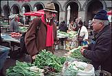 ?Ich bin immer wieder fasziniert von den sehr korrekt gekleideten Menschen in Zagreb. Diese       Aufnahme entstand an einem Wintermorgen auf einem Marktplatz im Zentrum, dem Dolac Markt.? ACHTUNG: FOTO BISHER NUR MIT GERINGER AUFLÖSUNG